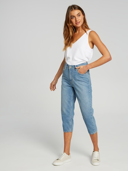 Levis Cropped Mom Jean In Control This