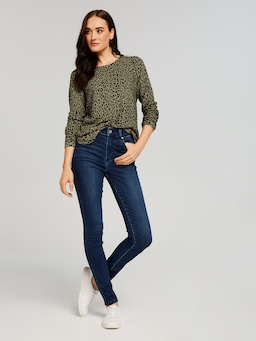 Jessica Scoop Hem Knit